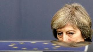 Η Μέι δημοσιοποιεί πέντε νέα έγγραφα για το Brexit