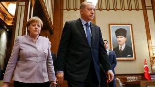 Μέρκελ: Δεν επιτρέπουμε στον Ερντογάν να παρεμβαίνει στην εκλογική διαδικασία