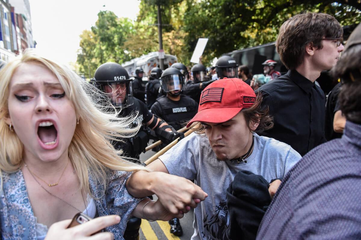 2017-08-19T184822Z 1294634057 RC1EB92ECCA0 RTRMADP 3 USA-PROTESTS