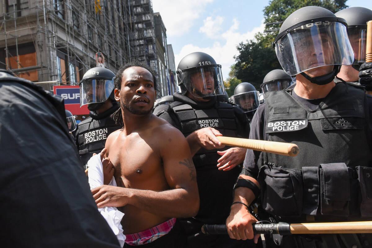 2017-08-19T185253Z 203866960 RC171BA8ECD0 RTRMADP 3 USA-PROTESTS
