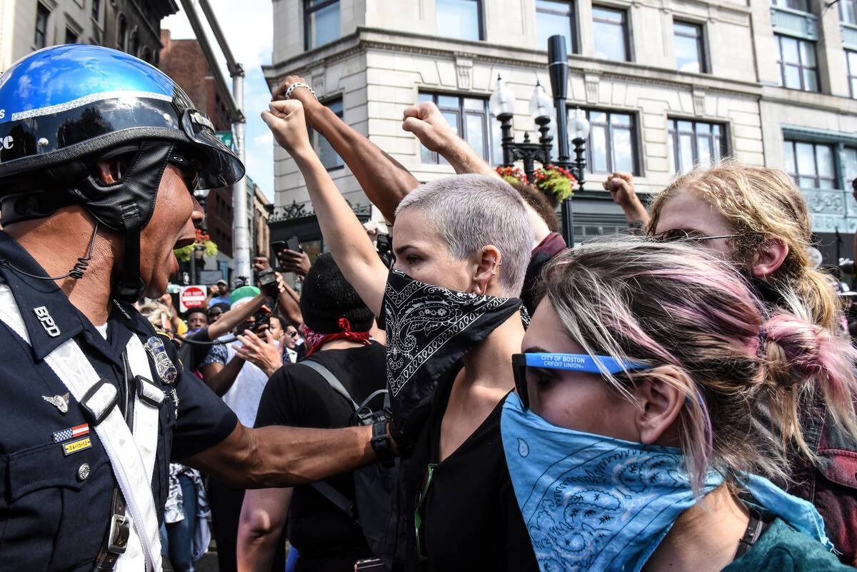 2017-08-19T204223Z 1708361366 RC18ADFBD070 RTRMADP 3 USA-PROTESTS