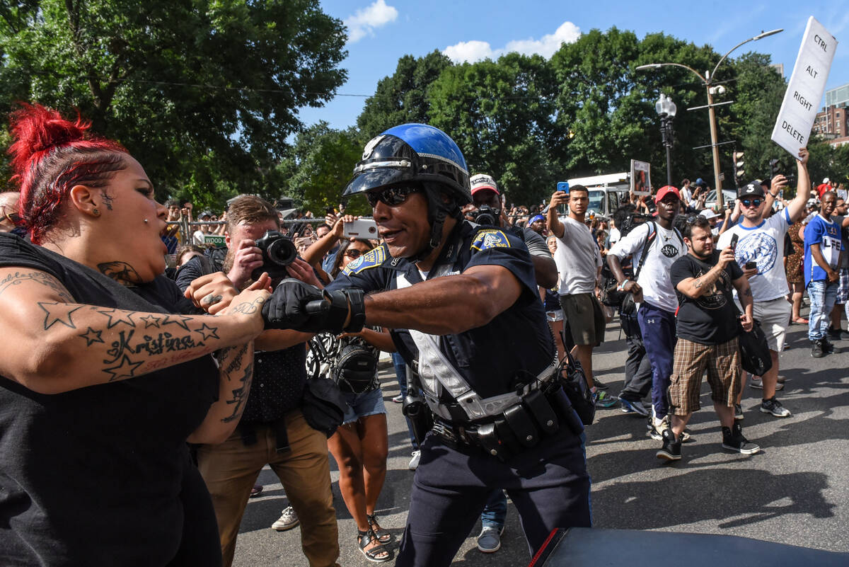 2017-08-19T204224Z 620468550 RC1113381840 RTRMADP 3 USA-PROTESTS