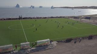 Γροιλανδία: Ποδόσφαιρο με θέα φάλαινες και παγόβουνα