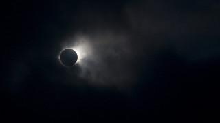 Φρενίτιδα για την έκλειψη Ηλίου του αιώνα, που θα είναι ορατή από τις ΗΠΑ