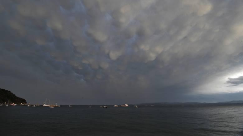 Καιρός: Βροχές και πτώση της θερμοκρασίας από Δευτέρα