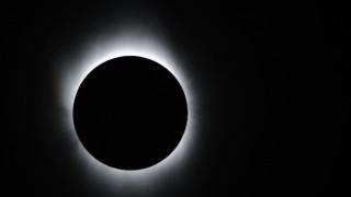 Ολική έκλειψη ηλίου: Πώς να απολαύσετε το φαινόμενο, προστατεύοντας την όρασή σας