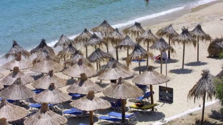 Το Δημόσιο νοικιάζει για ένα «παξιμάδι» παραλίες «χρυσορυχεία» - Η περίπτωση του Nammos στη Μύκονο