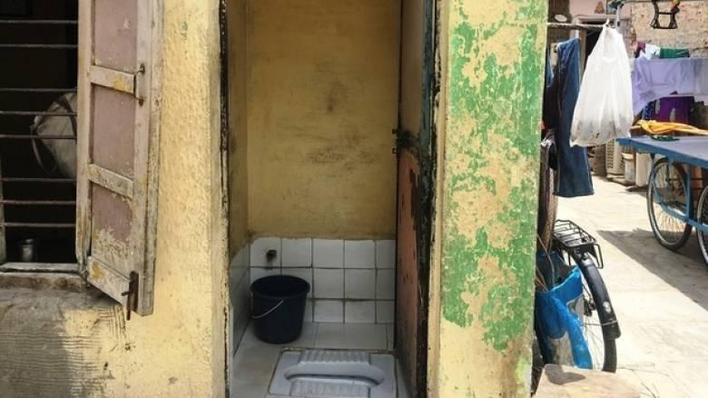 Ινδία: Χώρισε τον σύζυγό της επειδή δεν είχαν τουαλέτα στο σπίτι