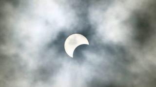 Έκλειψη Ηλίου: Παγκόσμιος «πυρετός» για το μοναδικό φαινόμενο
