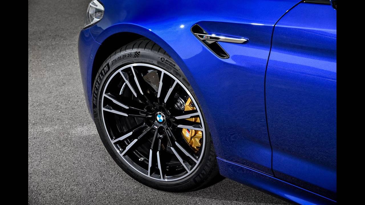 https://cdn.cnngreece.gr/media/news/2017/08/21/94163/photos/snapshot/BMW-M5-2017-13.jpg