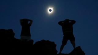 Έκλειψη ηλίου: Δέος και παραλειπόμενα - ένας γάμος, μία γέννηση, ο Τραμπ και η Τάιλερ