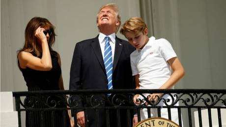 Ολική έκλειψη Ηλίου: Ο Ντόναλντ Τραμπ κοίταξε τον Ήλιο… κατάματα
