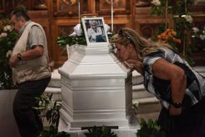 Το τελευταίο αντίο στην αγαπημένη Ζωή Λάσκαρη