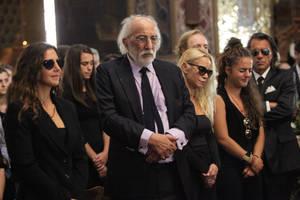 Η οικογένεια της ηθοποιού, ο σύζυγός της Αλέξανδρος Λυκουρέζος, οι δύο κόρες της ηθοποιού Μάρθα και Μαρία-Ελένη και η εγγονή της Ζένια Μπονάτσου. Διακρίνεται και ο Ηλίας Ψινάκης