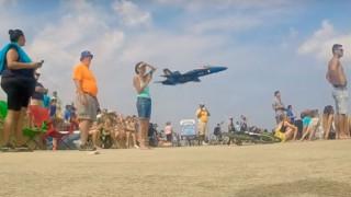 Μαχητικό αεροσκάφος κάνει χαμηλή πτήση και τρομάζει το κοινό (Vid)