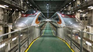 Η υπερταχεία της Κίνας που σπάει όλα τα «κοντέρ» ταξιδεύοντας με πάνω από 350 χιλιόμετρα την ώρα