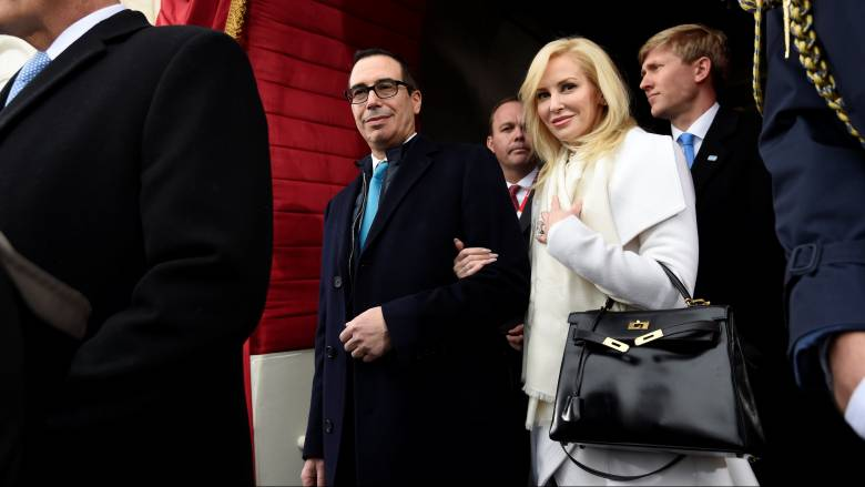 Η συγνώμη της συζύγου του Αμερικανού υπουργού Οικονομικών για την επίδειξη πλούτου