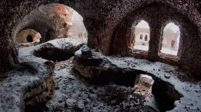 Το μυστηριώδες Fort Zverev του οποίου τα τούβλα έλιωσαν μετά από πυρκαγιά (Vid)