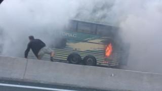 Λεωφορείο των ΚΤΕΛ Καστοριάς τυλίχθηκε στις φλόγες στην Εγνατία Οδό (vid)