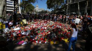«Δε φοβάμαι» - Ισπανοί διαδηλώνουν στη Βαρκελώνη κατά της τρομοκρατίας (pics&vids)