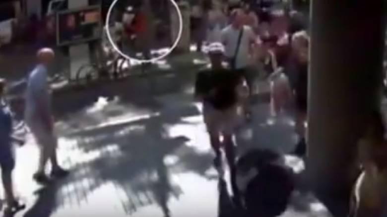 Νέο βίντεο ντοκουμέντο από τη Βαρκελώνη: Ο κόσμος τρέχει πανικόβλητος να σωθεί