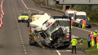 Βρετανία: Οκτώ νεκροί από σύγκρουση δύο φορτηγών με λεωφορείο (vid)