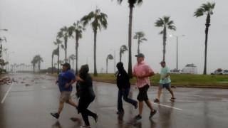 Ο τυφώνας Χάρβεϊ έπληξε το Τέξας με μεγάλη σφοδρότητα