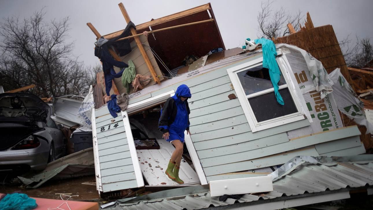 Η καταιγίδα Χάρβεϊ πλήττει τις ΗΠΑ -  Ένας νεκρός από πυρκαγιά στο Τέξας (pics&vids)
