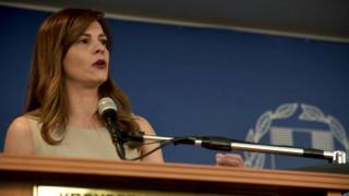 Αχτσιόγλου: Η κυβέρνηση με το νομοσχέδιο βελτιώνει την καθημερινότητα των εργαζομένων