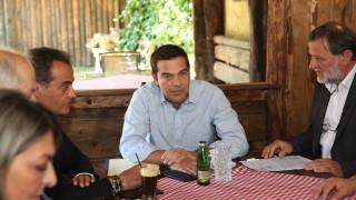 Τσίπρας από Πρέσπες: Δέσμευση για λύση στο πρόβλημα για τις κατοικίες χωρίς τίτλους κυριότητας