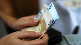 Αυξάνονται οι καταθέσεις, παραμένουν παγωμένα τα δάνεια