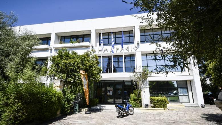 Σκουρλέτης και Δούρου καταδικάζουν την επίθεση στον δήμαρχο Ελευσίνας
