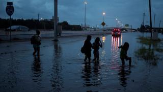 Χάρβεϊ: Σε κατάσταση έκτακτης ανάγκης η Λουιζιάνα - Νέες βροχές στο Χιούστον (pics)