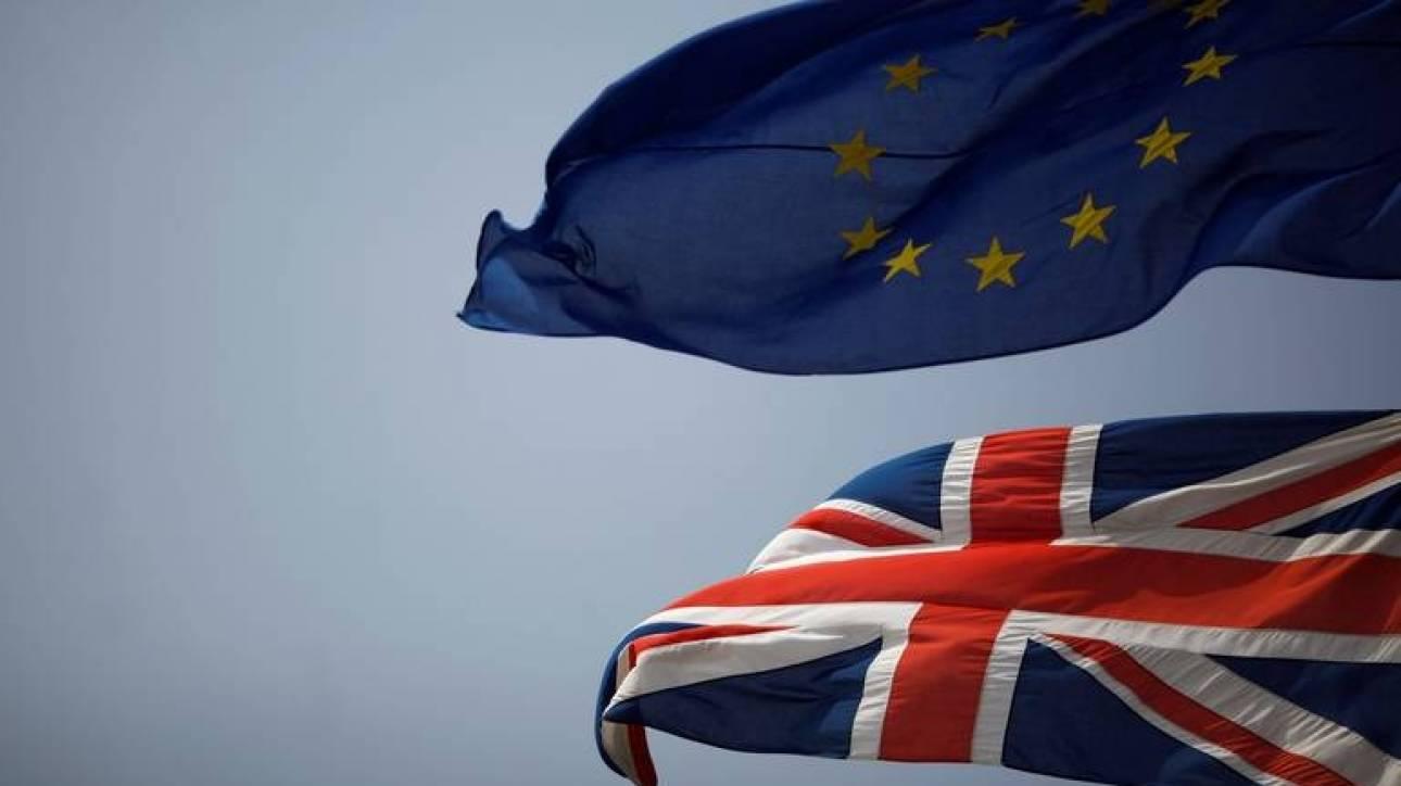 Brexit: O Μπαρνιέ ανησυχεί και καλεί το Λονδίνο να διαπραγματευτεί σοβαρά