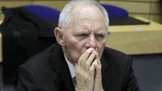 Σόιμπλε: Δεν υπάρχει ελάφρυνση του ελληνικού χρέους στην ατζέντα