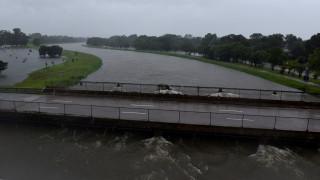 Ανυπολόγιστες οι καταστροφές από την καταιγίδα Χάρβεϊ - Εκκενώσεις και άλλων περιοχών (pics&vid)