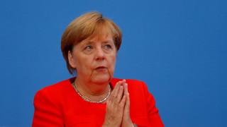 Η Μέρκελ υπέρ της παράτασης ελέγχων εντός της Σένγκεν