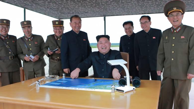 Βόρεια Κορέα: Πρώτο βήμα της στρατιωτικής επιχείρησης στον Ειρηνικό η νέα εκτόξευση πυραύλου