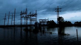 Χάρβεϊ: Κίνδυνος έκρηξης σε χημικό εργοστάσιο αναγκάζει κατοίκους να εγκαταλείψουν τα σπίτια τους