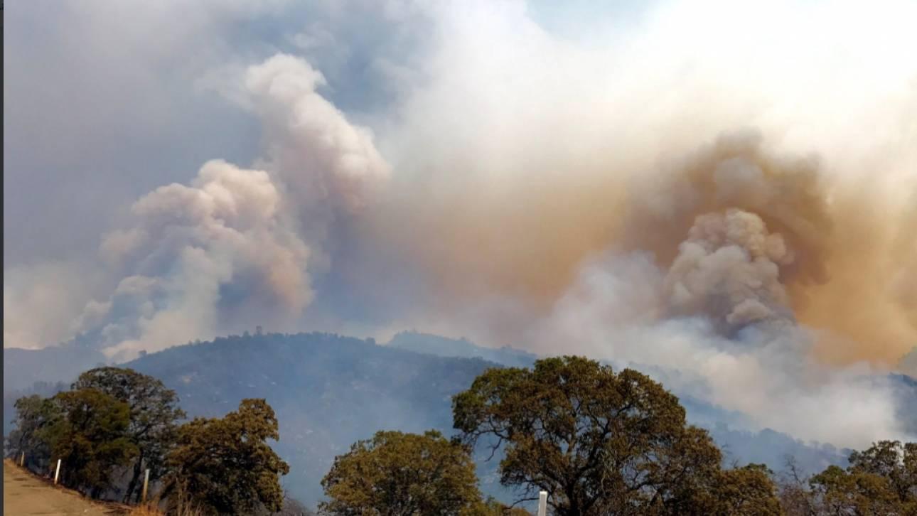 Μεγάλη πυρκαγιά κατέστρεψε κατοικίες στην Βόρεια Καλιφόρνια