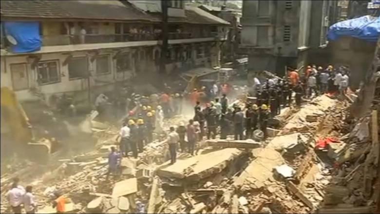 Μουμπάι: Νεκροί κι εγκλωβισμένοι στα συντρίμμια κτιρίου που κατέρρευσε