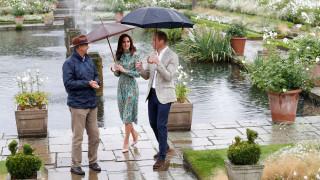 Ουίλιαμ και Χάρι τιμούν τη μητέρα τους στον κήπο που αγάπησε