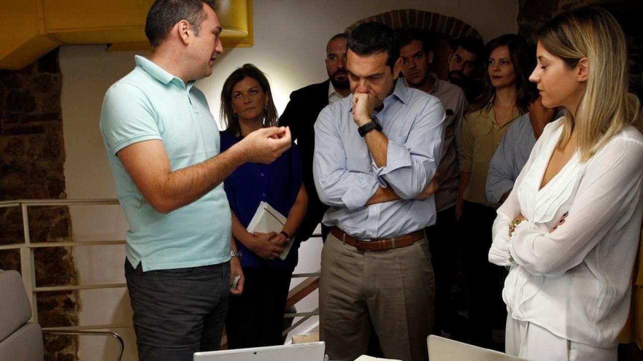 Συνάντηση του Τσίπρα με νέους εκπροσώπους κοινωνικών επιχειρήσεων (pics)