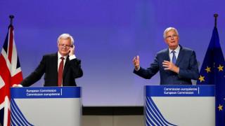 Brexit: Διαφορετικές προσεγγίσεις Βρυξελλών-Λονδίνου για την πρόοδο των συνομιλιών