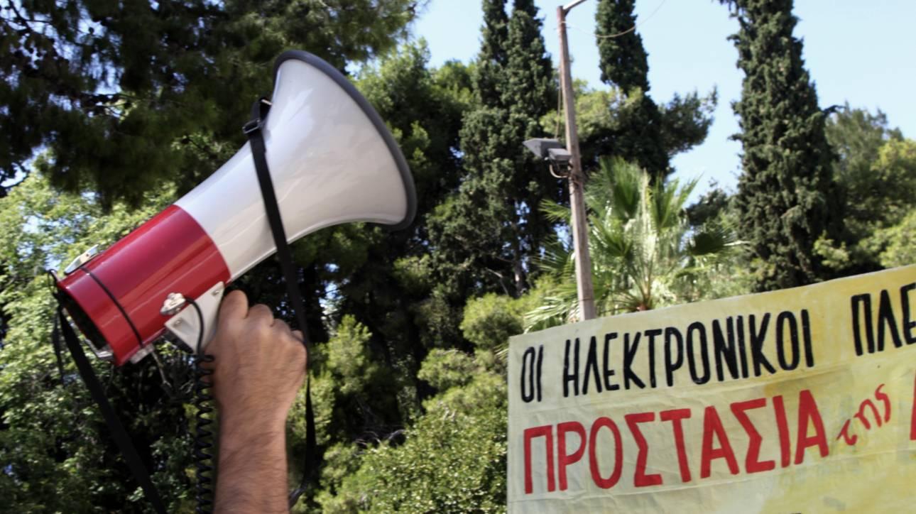 Συγκέντρωση διαμαρτυρίας έξω από το υπ. Δικαιοσύνης για τους ηλεκτρονικούς πλειστηριασμούς (pics)