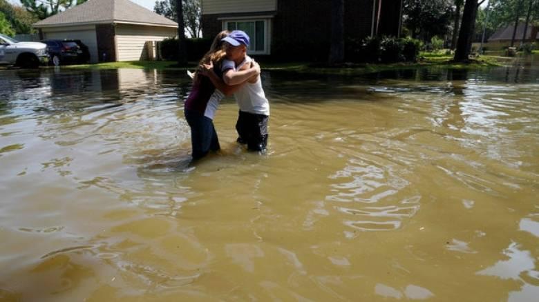 ΗΠΑ: Τουλάχιστον 100.000 σπίτια έχουν υποστεί ζημιές από τον τυφώνα Χάρβεϊ