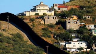 ΗΠΑ: Ο Τραμπ ανέθεσε σε 4 κατασκευαστικές να φτιάξουν πρωτότυπα του τείχους στο Μεξικό