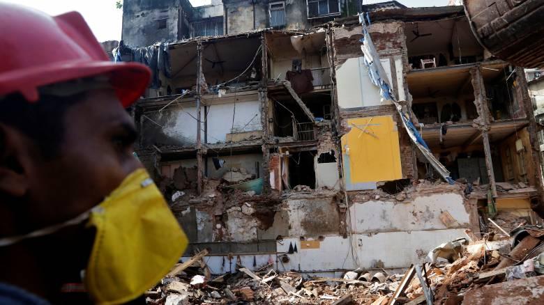 Μουμπάι: Αυξήθηκαν οι νεκροί από την κατάρρευση κτιρίου
