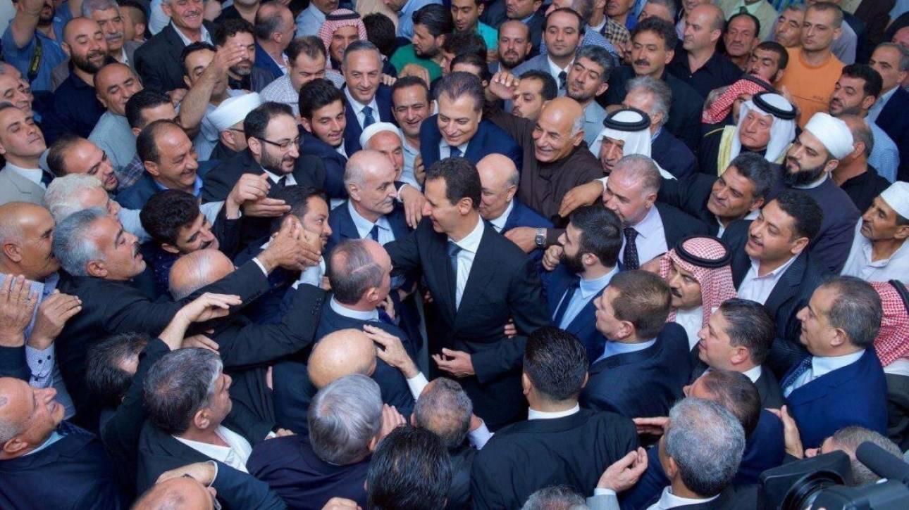 Η σπάνια εμφάνιση του Άσαντ εκτός Δαμασκού (pics)