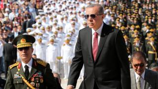 «Σκάνδαλο» χαρακτηρίζει ο Ερντογάν τις κατηγορίες εναντίον των μελών της φρουράς του (vid)